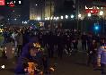 Protesta Napoli contro De Luca si trasforma in guerriglia urbana: assalto ai carabinieri sotto la Regione! [DIRETTA VIDEO]