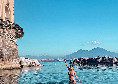 """La moglie di Mertens fa il bagno a Posillipo: """"23/11/2020. Mamma mia Napoli, che bellezza!"""" [VIDEO]"""