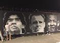 Il Santos celebra Maradona: murales di Diego al centro sportivo accanto al volto di Pelè [FOTO]