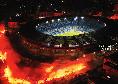 Maradona, omaggio da brividi di un tifoso azzurro: tra il saluto dei napoletani e il passato [VIDEO]