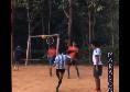 Maradona, splendido omaggio di un bambino indiano di 13 anni: replicata la sua punizione contro la Juventus! [VIDEO]