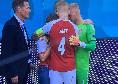 La Danimarca in campo, la Finlandia accoglie tra gli applausi gli avversari