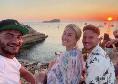 Mertens si gode il tramonto con Kat: ancora un po' di vacanza per il belga in una location speciale [FOTO]