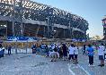"""""""Accompagniamoli alla vittoria"""", gli ultras della Curva B si radunano fuori al Maradona per caricare il Napoli"""