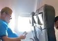 Insigne, scherzo in aereo a Starace: il magazziniere si spaventa [VIDEO]