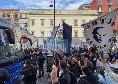Il pullman del Napoli è partito verso il Maradona, cori e fiume di tifosi a sostenere la squadra! [VIDEO]