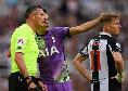 Premier League, Newcastle-Tottenham sospesa per un malore di un tifoso sugli spalti: l'hanno segnalato Dier e Reguilon