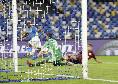 """""""Con lui in campo il gol è assicurato, sta diventando una fissa da vecchia schedina"""", Osimhen ancora in gol: le pagelle dei quotidiani dopo Napoli-Legia"""