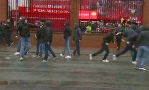 Tifosi del Napoli aggrediti a Liverpool: fratture allo zigomo e complicazioni ad un occhio per un ragazzo di 23 anni