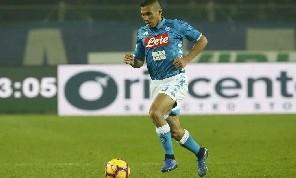 I quotidiani salvano solo Allan: Gioca nel Napoli con la furia di uno dei Reds. Tiene in piedi la metà campo con un moto perpetuo, ma intorno a lui il deserto