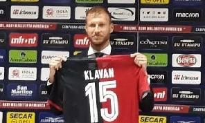 Cagliari, Klavan: Liverpool-Napoli? Non ho tifato per nessuno, gli azzurri giocano da squadra: così si possono battere
