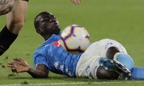 Tv Luna - Koulibaly oggetto del desiderio di cinque club: piace in Inghilterra, Spagna e Francia, ma resterà incedibile