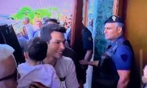Lozano è arrivato in città: sul lungomare di Napoli per l'annuncio ufficiale al Grand Hotel Vesuvio
