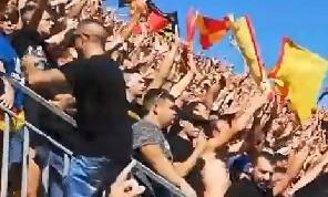 Questi sporchi maledetti, tutti clandestini, hanno la scorta!: cori vergognosi dei tifosi del Lecce contro i napoletani [VIDEO]