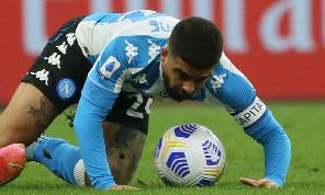 Dal 'faccia a faccia' Insigne-pallone alla furia di Donnarumma dopo la sconfitta: le emozioni di Milan-Napoli 0-1 [FOTOGALLERY CN24]