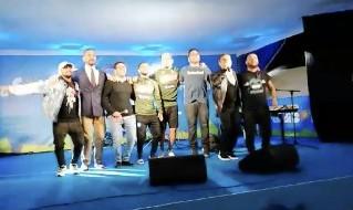 Napoli torna campione!, Edo De Laurentiis, Insigne e Gaetano cantano sul palco a Dimaro e la folla impazzisce [VIDEO CN24]