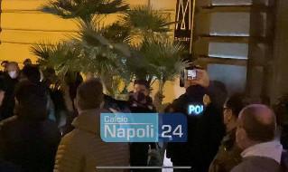 Napoli arrivato in ritiro: Cacciate le palle e sudate la maglia, i tifosi spronano gli azzurri e fanno una richiesta ad Insigne  [FOTO e VIDEO CN24]