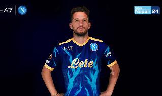 SSC Napoli x EA7, spunta la nuova maglia blu! E l'azzurra versione Europa League avrà ancora Lete in rosso [GRAFICA CN24]