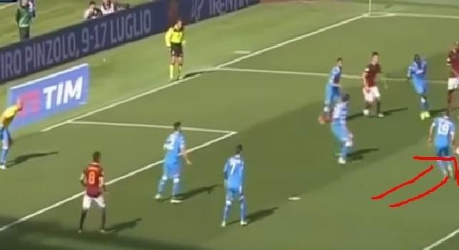 VIDEO - Roma-Napoli, David Lopez sbaglia letteralmente il movimento e Nainggolan fa goal tutto solo