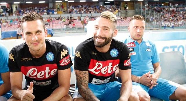 Nuovo <i>ribaltone</i> a Genova: Sarri pensa a quattro cambi dal 1', pronto l'ingresso di una nuova <i>alternativa</i> dalla panchina