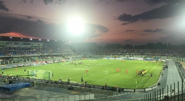 LIVE - Pescara-Napoli 2-2 (8' Benali, 35' Caprari, 60', 63' Mertens): finita! Il belga <i>salva</i> gli azzurri, ma c'è un clamoroso rigore negato da Giacomelli!