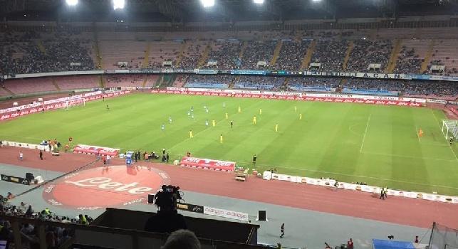 RILEGGI LIVE - Napoli-Chievo 2-0: (24' Gabbiadini, 39' Hamsik): Gabbiadini ed Hamsik trascinano al successo il Napoli, azzurri ad una lunghezza dalla Juventus