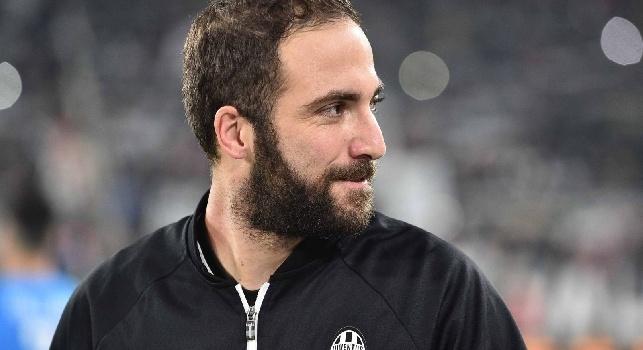 Cagliari-Juventus 0-2, la decide Higuain con una doppietta: Chiellini infortunato
