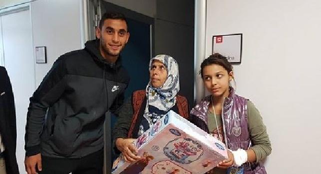 FOTOGALLERY - Ghoulam in ospedale porta doni ai bambini malati: splendido gesto dell'azzurro