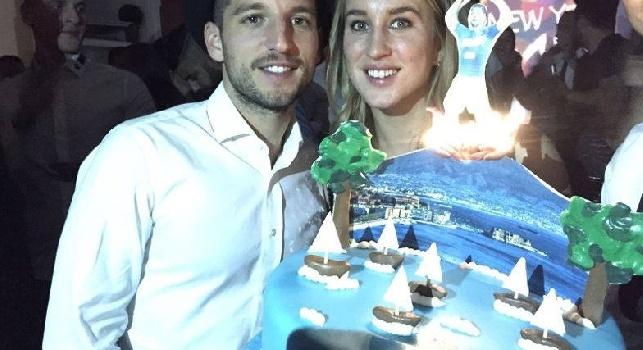 Il Roma - Mertens ha rivelato a De Laurentiis che vuol tornare presto con la moglie Kat: clausola rescissoria sul nuovo contratto