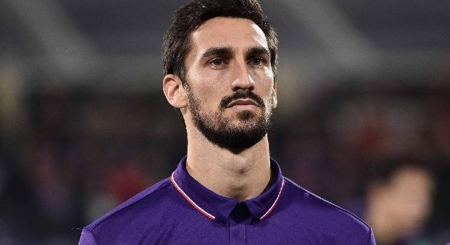 Anche il Napoli rende omaggio ad Astori: la toppa sulla maglia tutta per il capitano della Fiorentina [FOTO]