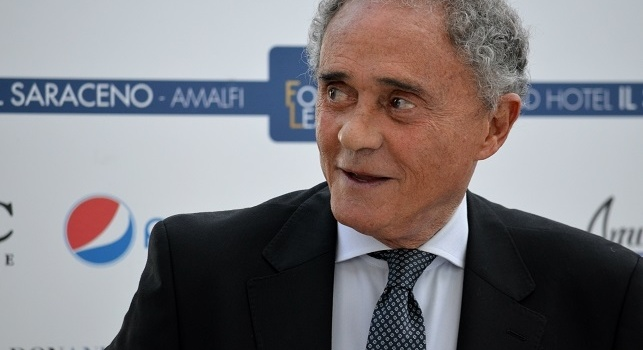 Gianni Di Marzio ritira il premio Football Leader