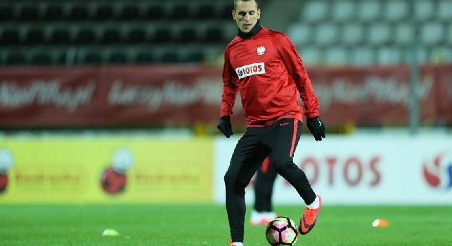 Polonia, Milik show: super goal di tacco in allenamento [VIDEO]