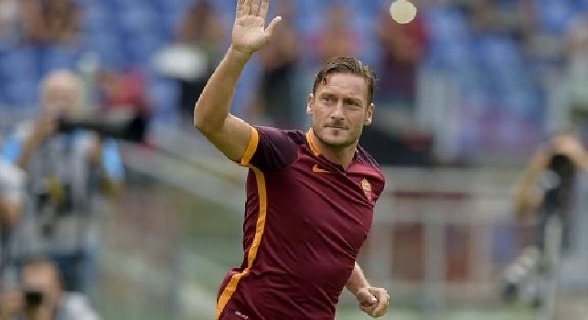 Anderson contro Totti, la pallonata del capitano a Wallace scatena i laziali: cogl...ne!