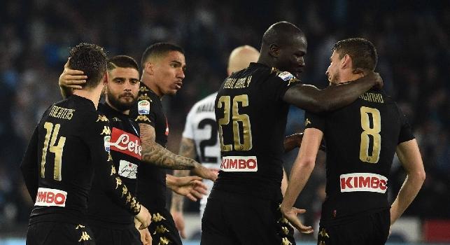 Napoli-Udinese, le pagelle: Jorginho <i>col mirino</i>, Allan <i>fulmina l'ex</i>! Mertens manda un messaggio, Kalidou <i>battaglia</i> con Duvan