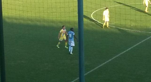 Totti sleale con Felipe Anderson sotto gli occhi di Orsato, Tounkara lo attacca: Pezzo di m***a! [VIDEO]