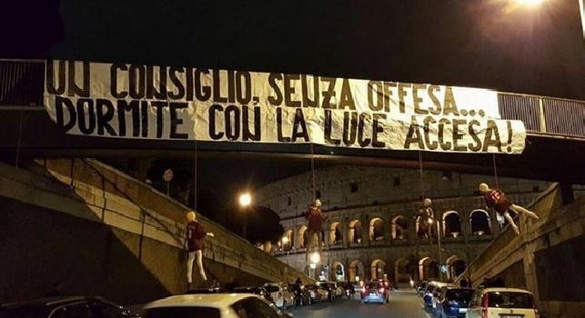 INCREDIBILE - Al Colosseo manichini impiccati di Salah, De Rossi e Nainggolan: Un consiglio senza offesa, dormite con la luce accesa [FOTO]