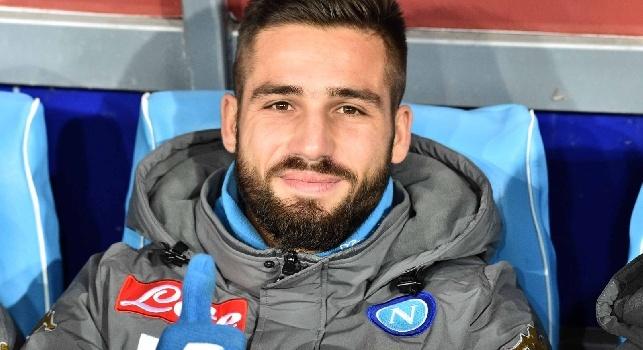 Leonardo Pavoletti è un calciatore italiano, attaccante del Cagliari.