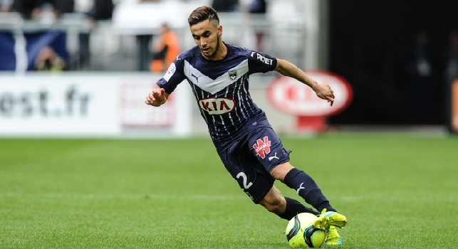Adam Ounas è un calciatore francese di origini algerine, centrocampista o ala del Bordeaux