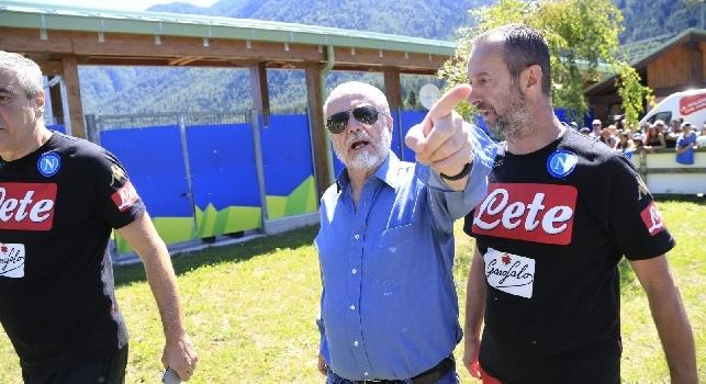 Aurelio De Laurentiis (Roma, 24 maggio 1949) è un produttore cinematografico, imprenditore e dirigente sportivo italiano, titolare della Filmauro, presidente del Napoli