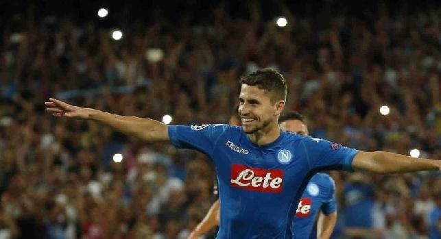 Jorginho esulta con la maglia del Napoli in Champions League