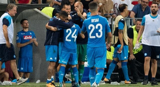 Lorenzo Insigne esulta per il 2-0 di Nizza - Napoli