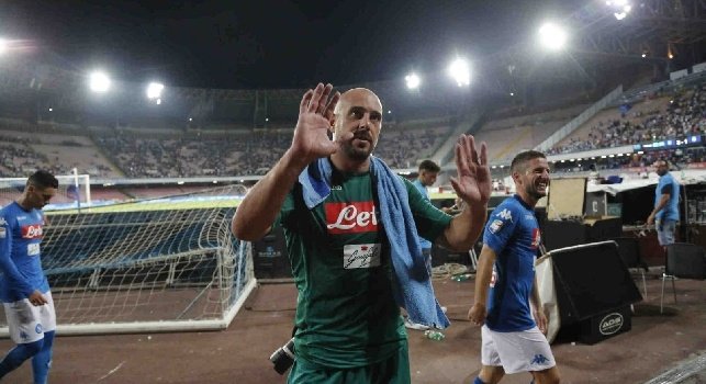 Pepe Reina è un calciatore spagnolo, portiere del Napoli e della nazionale spagnola