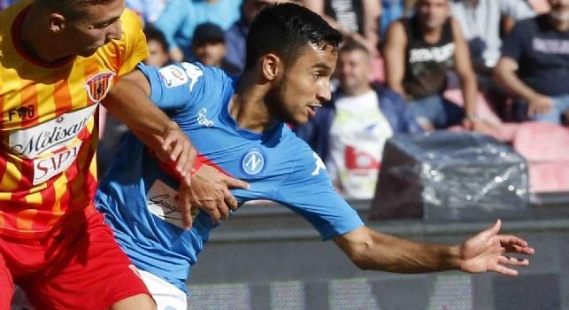 Adam Ounas è un calciatore francese di origini algerine, centrocampista o ala del Napoli