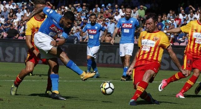 Allan Marques Loureiro, noto semplicemente come Allan, è un calciatore brasiliano, centrocampista del Napoli