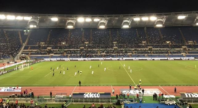 Lazio-Napoli 1-4 (30' De Vrij, 54' Koulibaly, 56' Callejon, 59' Mertens, 92' rig. Jorginho): poker della squadra di Sarri, secondo tempo da urlo del Napoli che ha schiacciato la Lazio