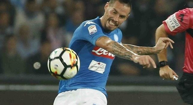 Azione strepitosa del Napoli: Hamsik sfiora il gol, forti applausi di tutto lo stadio