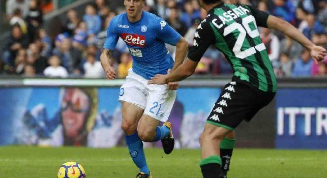 Vlad Iulian Chiricheș è un calciatore rumeno, difensore del Napoli e della Nazionale rumena di cui è il capitano