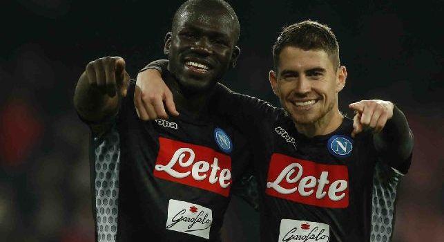 Kalidou Koulibaly e Jorginho esultano con la maglia del Napoli