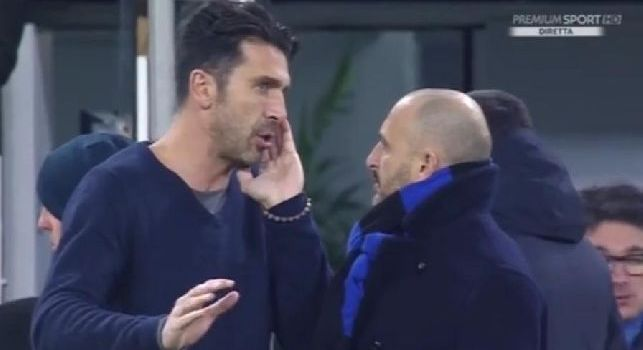 Le telecamere tradiscono Buffon: pizzicato a parlare con Ausilio del suo futuro alla Juve [VIDEO]