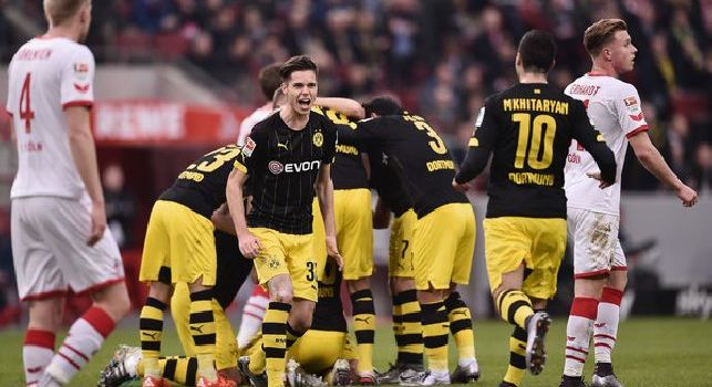 Borussia Dormund, nove giocatori intossicati per aver mangiato un kebab!